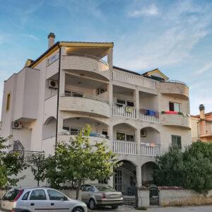 Villa Ruža S Bazénem – Apartmány***